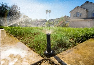 slide /fotky20016/slider/sprinkler-low-angle.jpg